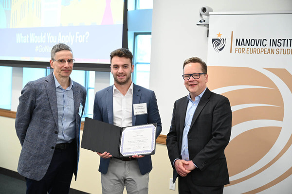 J. Robert Wegs Prize Winner, Christian Brunner-Lopez, with his Faculty Advisor Andrew Gould and Director of the Nanovic Institute William Collins Donahue