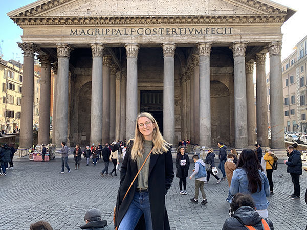 Mary Lewis Class Of 20 In Front Of The Pantheon